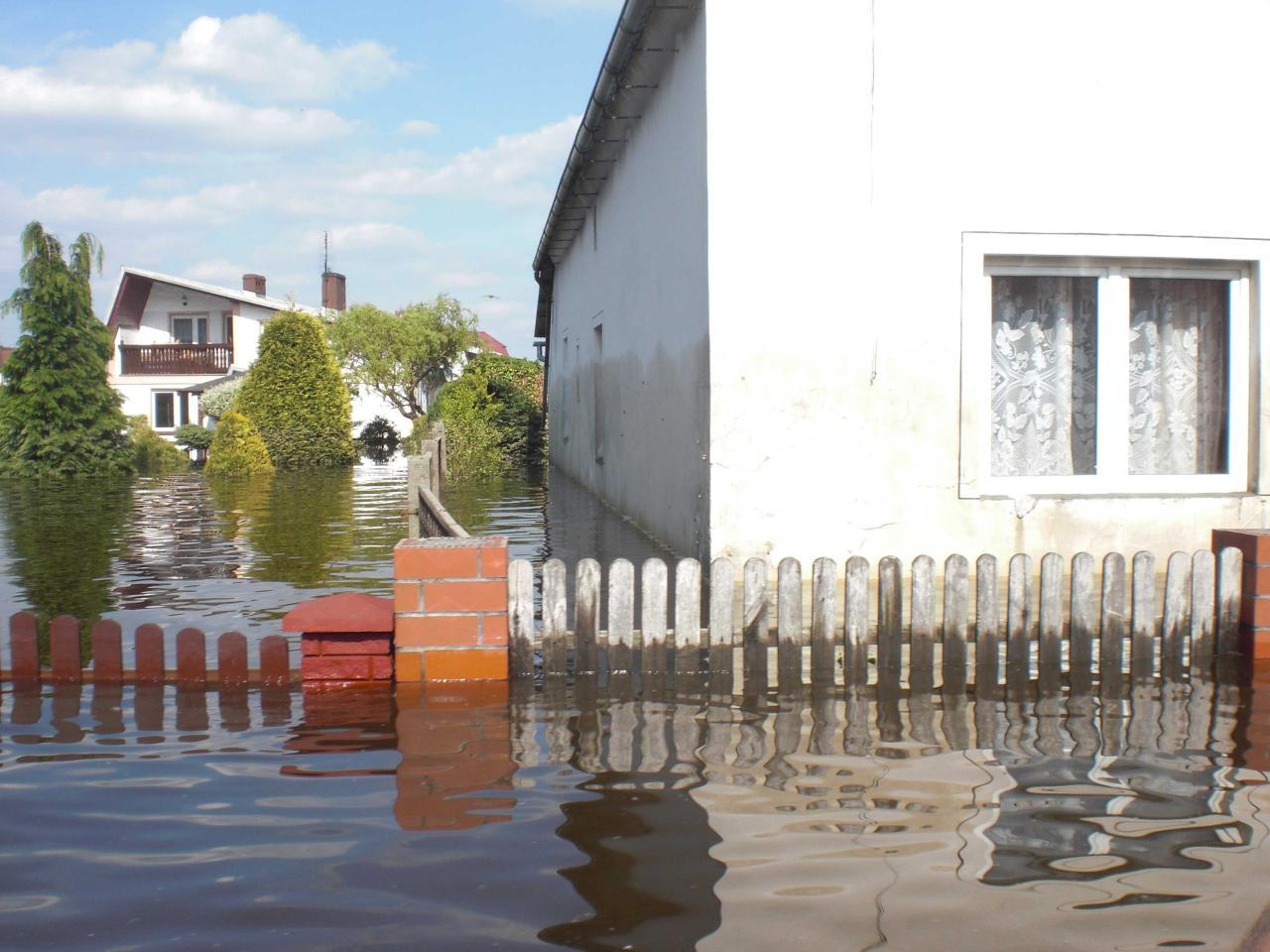 Branchenverzeichnis Schutz vor Hochwasser Schutz vor Sturzfluten Rückstau aus dem Kanalnetz Unwetter Starkregen Unwetterwarnung Elementarschadenversicherung