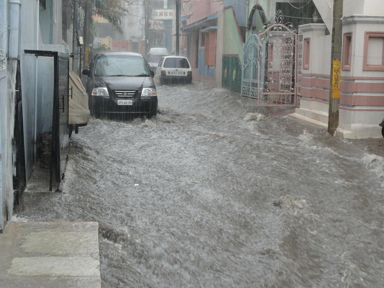 Schutz vor Hochwasser Schutz vor Sturzfluten Rückstau aus dem Kanalnetz Unwetter Starkregen Unwetterwarnung Elementarschadenversicherung