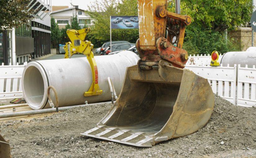 Schutz vor Hochwasser Schutz vor Sturzfluten Rückstau aus dem Kanalnetz Unwetter Starkregen Unwetterwarnung Elementarschadenversicherung Warum größere Rohre keinen Schutz vor Überflutung bieten